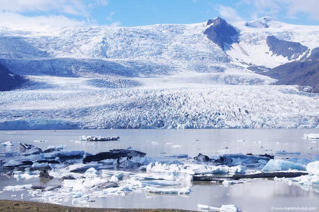 Ледник сползает с гор