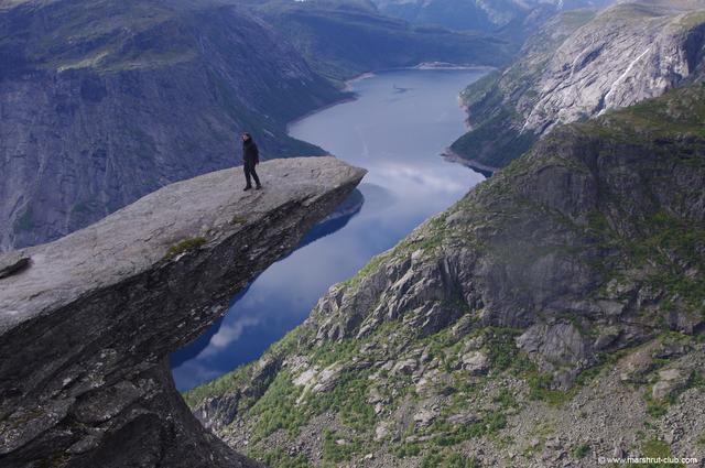 Высоко над озером
