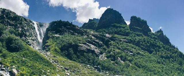 У подножья горы