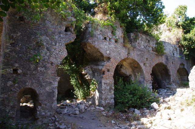 римские бани в Олимпосе