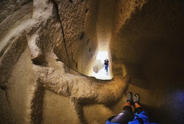 лестница в скале в Каппадокии