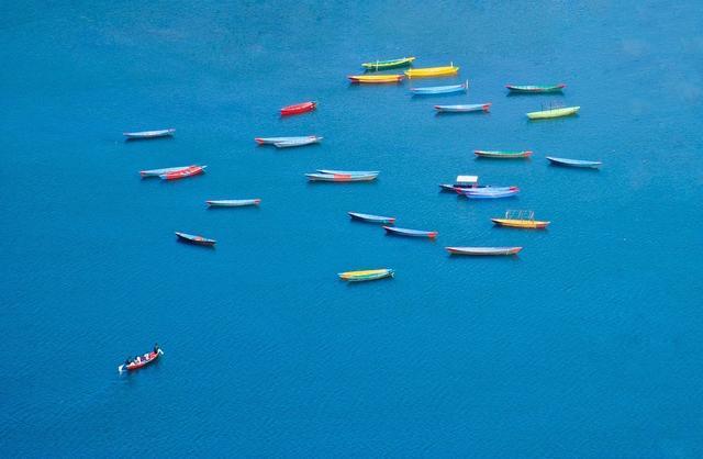 Цветные лодки