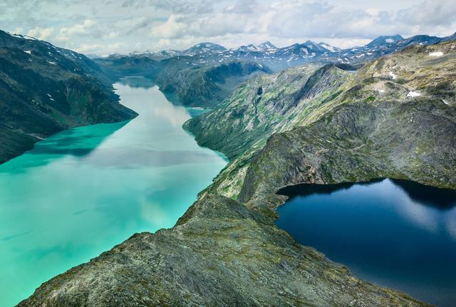 Разноцветная вода озер