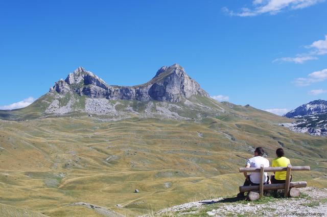 Скамейка в горах