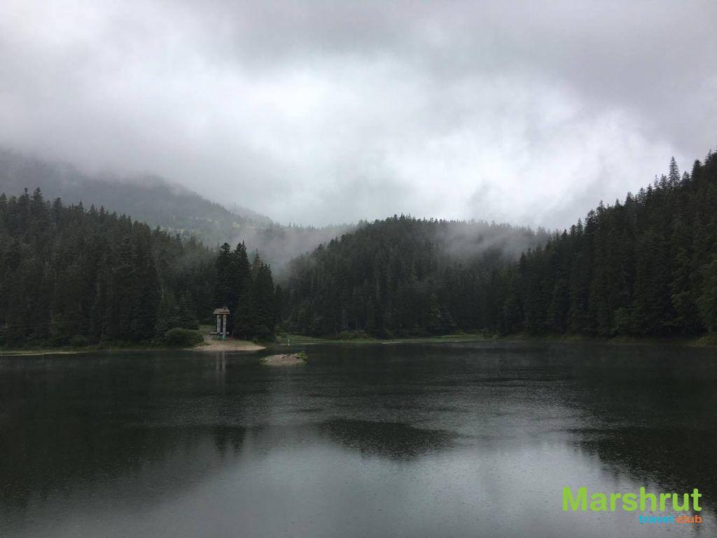 Озеро и дождь