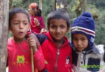 Дети на треке к Аннапурне