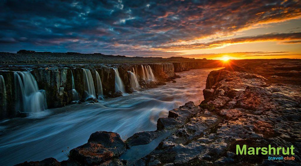 Водопад и закат